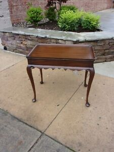 Outstanding Mahogany Tea Table Crafted By Henkel Harris 20thc