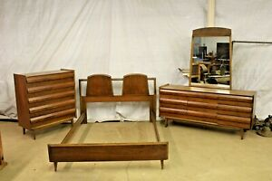 Vintage Lane Mid Century Walnut 3 Piece Bedroom Set L K
