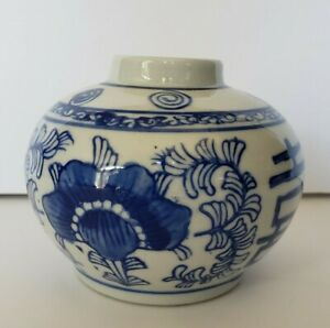 Vintage Small Vase 3 5 Chinese Blue And White Floral Porcelain Hand Painted Jar