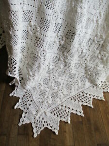 Beautiful Vintage French Snow White Hand Crafted Bedcover Bedspread Lacy Double