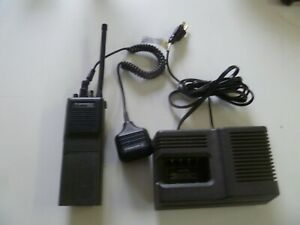 Motorola Mt1000 136 174 Mhz Vhf Two Way Radio With Mic Charger H43gcu7180an