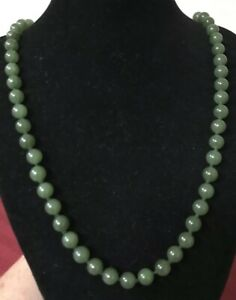 Vintage Chinese Export Apple Green Jade Nephrite Ball Bead Necklace 25