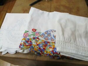 Vintage Three Pair Bed Pillow Cases All With Trim