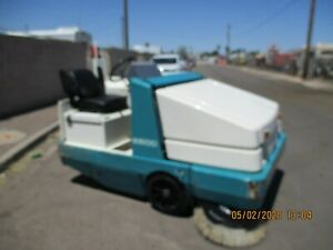 Tennant 7300 Ride On Floor Scrubber W charger Very Nice Condition