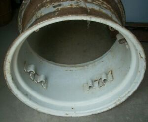 New Holland 3930 Tractor Rear Rim 82008933