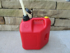 Blitz 2 Gallon 8oz Vented Gas Fuel Can With Spout 11810 Made In Usa