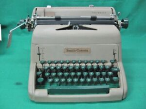 1950 s Green Key Smith Corona Pacemaker Typewriter Clean And Serviced