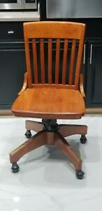 Nice Vintage Solid Wood Swivel Rolling Bankers Lawyer Office Govt Desk Chair