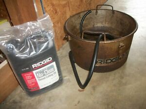Ridgid 318 Oiler Bucket With New Jug Of Ridgid Nu Clear Thread Cutting Oil