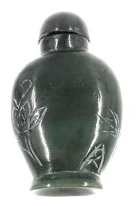 Chinese Spinach Green Jade Snuff Bottle With Spoon