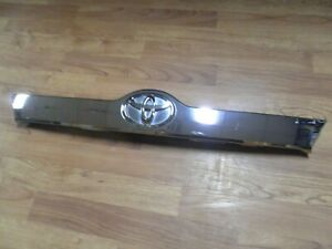 2012 2014 Toyota Camry Chrome Trunk Lid Moulding W trunk Button Oem 76811 06470