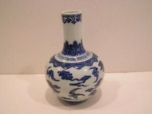 Chinese Blue White Porcelain Bat Decorated Bottle Vase Qianlong Qing Dynasty M