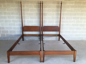 Kittenger Williamsburg Adaptation Twin Poster Beds A Pair