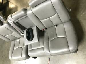 2005 Avalanche 1500 2nd Row Rear Leather Split Bench Seat Assembly Opt At5