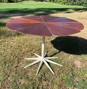1960 S Original Petal Top Dining Table By Richard Schultz For Knoll
