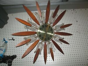 Starburst Atomic Working Wall Clock Mid Century Walnut Brass Tone Design