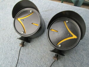 Vintage Double Hooded Fender Mount Signal Lights With Arrows