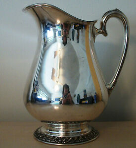 Henley Oneida Silver Plate Water Pitcher With Ice Lip 64 Ounce 8 Cups