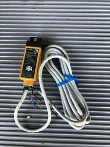 New Omron E3s x3cb4 Photoswitch Photoelectric Switch
