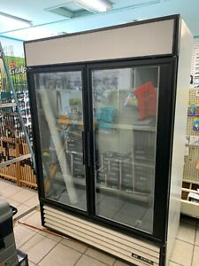 True Gdm 49f Display Freezer 49 Cuft Merchandiser 2 Glass Door