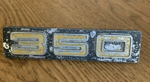 1973 1974 Chevrolet Truck Front Grill 350 Emblem O e m Black And Yellow 328612
