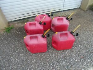 Blitz 5 Gallon Gas Cans Vented With Pull Out Spout 5 Each