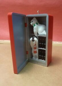 1997 COCA COLA VENDING MACHINE ORNAMENT - Open up to see bears drinking Coke