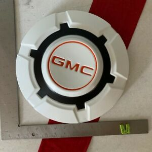 M 1 Rare 1967 1972 Gmc 3 4 To 1 Ton Pick Up Truck Dog Dish Hubcap White