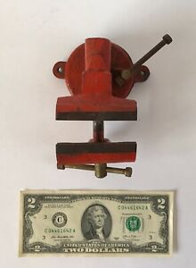 vintage 2 1 2 Bench Vise Swivel Base Anvil Pipe Jaws Red Light Use Unsigned