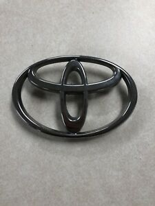 1999 2002 Toyota Tundra 2001 2004 Sequoia Front Grille Emblem 753110c010 Oem