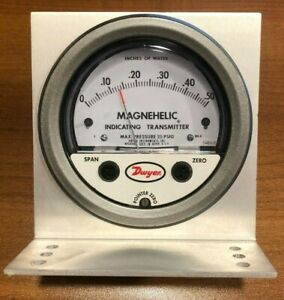 Dwyer Magnehelic Pressure Gauge 2001 C Inches Of Water 0 0 50
