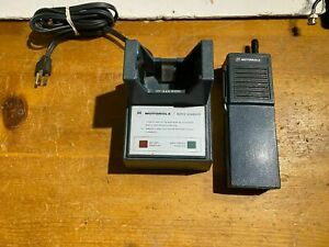 Vintage Motorola Uhf Ht220 4ch 4 W In Very Good Condition W charger Battery