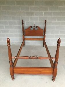 Vintage Maple Chippendale Style Flame Finial Poster Bed