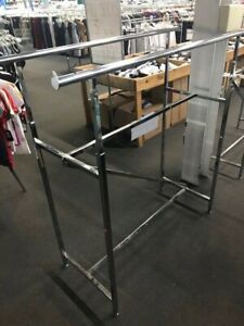 Double rail Clothing Rack With Z track Preowned good Condition pick Up Only