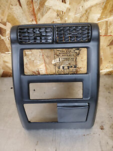 97 02 Jeep Wrangler Tj Center Dash Panel Bezel Radio Trim W Air Vents Ash Tray