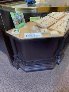 Used Jewelry Showcases