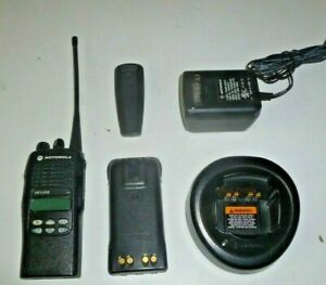 Motorola Ht1250 403 470 Mhz Uhf Two Way Radio W Charger Aah25rdf9aa5an