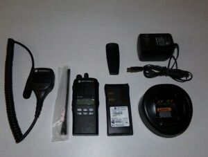 Excellent Condition Motorola Ht1250 403 470 Mhz Uhf Two Way Radio Aah25rdf9aa5an
