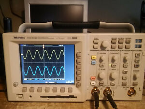527 Hours Tektronix Tds3052b 500 Mhz 5gs s 2 Ch Oscilloscope Tds3fft Tds3trg