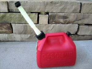 Rubbermaid Gott 1 5 Gallon Vented Gas Fuel Can With Flex Spout 1216 1 1 2 Usa