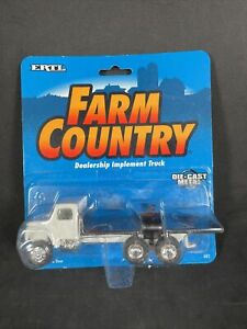 Ertl Farm Country Epw Dealership Implement Truck 1 64 1995 682 Epw New Noc