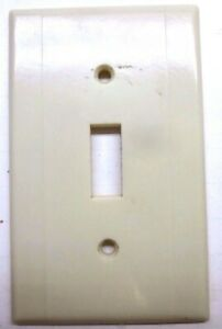 Leviton 2 Vertical Lines Beige Art Deco Bakelite Switch Wall Plate Cover Vintage
