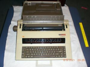 Vintage Ta Adler Satelliteiii Electric Typewriter W case And Power Cable
