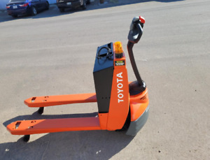 2015 Toyota 7hbw23 Electric Pallet Jack Low Hours 13 Hrs Only New Battery