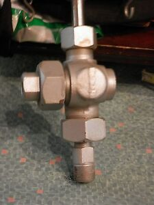 Three Way 3 4 Inch Stainless Valve With A Union On One Side Tee Bar Handle