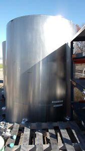 1600 Gallon Vertical Single Walled 304 Stainless Steel Tank