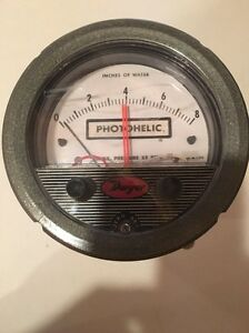 New Dwyer 3008 Photohelic Pressure Gage 0 8 In h2o 4 In Gauge Circuit Hh 117 Vac