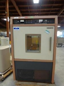 New Brunswick Psycrotherm Controlled Environmental Chamber Incubator Shaker G 27