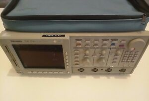 Tektronix Tds744a 4 Channel Digitizing Color Oscilloscope 500 Mhz Optioned