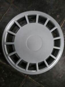 Wheel Cover Hubcap 15 slots 1 Piece Fits 89 93 Volvo 240 Series 275660